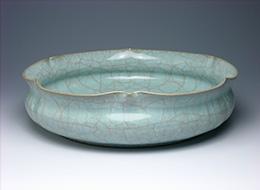 粉青瓷輪花鉢